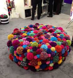 Spotted this oversized ottoman festooned with pom-poms at Toy Fair No link just photo. - Ottomans - Ideas of Ottomans - Spotted this oversized ottoman festooned with pom-poms at Toy Fair No link just photo. Crafts To Sell, Diy And Crafts, Arts And Crafts, Pom Pom Crafts, Yarn Crafts, Diy Pom Pom Rug, Diy Y Manualidades, Creation Deco, Pinterest Diy