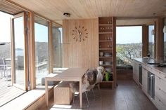 Bygde hytta over sprekken i landskapet - Aftenposten Modern Wooden House, Good House, Cabin Plans, Little Houses, Tiny Houses, Kitchen Styling, Interior Design Inspiration, Interior Ideas, Windows And Doors