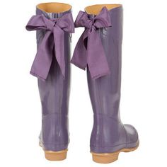 Purple wellies to wear for wedding pictures! ( As long as it rains or snows at my wedding! Purple Rain Boots, Cute Rain Boots, Joules Wellies, Jean Large, Shades Of Purple, British Style, Me Too Shoes, Style Me, Shoes