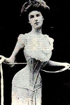 Corpete: quando o vestido foi separado, tornando o corpete e uma saia,permitindo que o corpete fosse justo e rectilíneo, enquanto a saia poderia ser absurdamente volumosa com a ajuda de anáguas engomadas e crinolinas. Um corpete reforçado e rígido era usado como roupa de baixo, que hoje chamamos de espartilho ou corset.