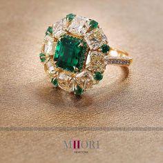 Yellow diamonds & emeralds  Central emerald 2.42 cts