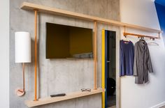 Hospitality ON - ibis budget dévoile sa nouvelle identité Hotel Bedroom Design, Student Bedroom, Bedroom Minimalist, Japanese Home Design, Bunk Rooms, Weekend House, Home Office, Architecture, Furniture