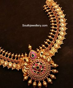 Floral Kasu Necklace with Kundan Pendant photo Gold Bangles Design, Gold Earrings Designs, Necklace Designs, Design Page, Antique Jewellery Designs, Antique Jewelry, Jewelry Design, Gold Jewelry, India Jewelry