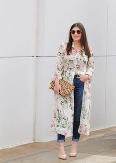 How to Style a Dress over Jeans Kurta Designs Women, Blouse Designs, Kurti With Jeans, Hijab Fashion, Fashion Dresses, Dress Over Jeans, Mode Kimono, Estilo Jeans, Kurti Designs Party Wear