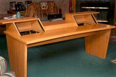 I like the slants for the upper modules on this desk