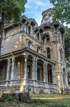 Abandoned Mansion For Sale, Old Abandoned Houses, Abandoned Places, Old Houses, Abandoned Castles, Haunted Places, Old Mansions, Mansions Homes, Abandoned Mansions