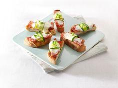 Mini-pizzabaguette van ciabatta met courgette en salami