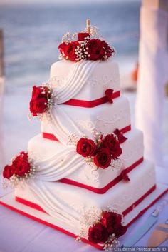Pastel de boda  Bodas.com.mx  Cris Bernal Photography  #boda #wedding