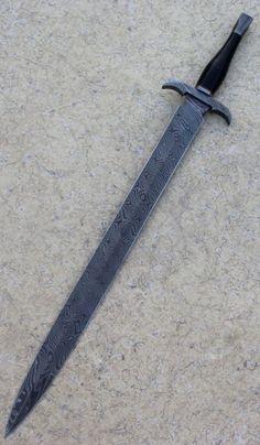Custom Handmade Damascus Damascus steel sword – Willkommen bei Pin World Damascus Steel Sword, Damascus Knife, Fantasy Sword, Fantasy Weapons, Swords And Daggers, Knives And Swords, Armas Ninja, Cool Swords, Sword Design