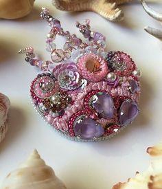 Автор @_karabutova_   〰〰〰〰〰〰〰〰〰〰〰〰〰〰 По всем вопросам обращайтесь к авторам изделий!!!  #ручнаяработа #брошьизбисера #брошьручнойработы #вышивкабисером #мастер #бисер #handmade_prostor #handmadejewelry #brooch #beads #crystal #embroidery #swarovskicrystals #swarovski #купитьброшь #украшенияручнойработы #handmade #handemroidery #брошь #кольеручнойработы #кольеизбисера #браслеты #браслетручнойработы #сутажныеукрашения #сутаж #шибори #полимернаяглина #украшенияизполимернойглины