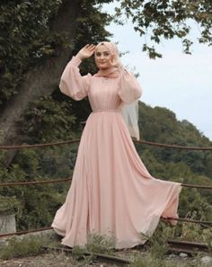to wear to a wedding hijab simple Hijab Dress Party Engagement & Hijab Dress Party Hijab Prom Dress, Hijab Gown, Hijab Evening Dress, Hijab Style Dress, Muslim Dress, Hijab Outfit, Dress Outfits, Dresses For Hijab, Dress Muslim Modern