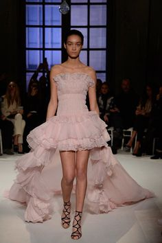 Giambattista Valli Spring 2017 Couture Collection Photos - Vogue