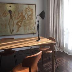 Interior by @galeriexxesiecle  #sergemouille #design #interior #diningroom #arnejacobsen #lamp #chair #midcenturymodern #scandinavianmodern #scandinaviancollectors #frenchmodern