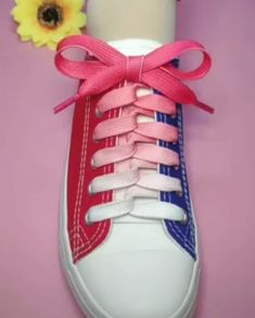7 Creative Ways to Tie Your Shoelace – Unique Tying Guide! 😍 - 7 Creative Ways to Tie Your Shoelace – Unique Tying Guide! 😍 Are your cool pair of sneakers missing a personal touch? Or do they seem a bit bo. Ways To Lace Shoes, How To Tie Shoes, Your Shoes, Lace Up Shoes, Diy Fashion, Fashion Shoes, Mens Fashion, Ways To Tie Shoelaces, Shoe Lacing Techniques