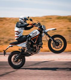 Got to test out the 2019 Desert Sled, and it did not disappoint. First thing we did was put on a slim seat and some panels (what ya… Ducati Motorcycles, Ducati Scrambler, Cars And Motorcycles, Desert Sled, Custom Baggers, Bike Ideas, Bmw M4, Moto Style, Mini Bike
