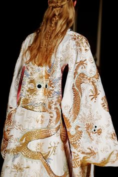 cool Valentino Spring 2016 Couture Fashion Show Details - Vogue Haute Couture Style, Couture Mode, Couture Details, Fashion Details, Couture Fashion, Runway Fashion, High Fashion, Fashion Show, Womens Fashion