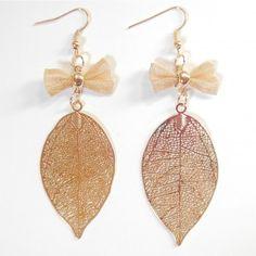 Boucles d'oreilles ciselées dorées feuille filigrane - #bijoux #tendance #mode #earring #jewelry #femme #fashion #milenamoda www.milena-moda.com