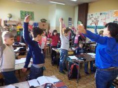 """Zadanie """"Ruch na przerwach i innych lekcjach"""" zrealizowane iście po mistrzowsku! Sami zobaczcie, od pomysłów w szkole podstawowej w Żorach aż kręci się w głowie. Polecamy: http://blogiceo.nq.pl/wfzklasawzsp5zory/ruch-na-przerwach/"""
