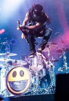 Slash Paradise - Photo, picture and image gallery: Slash live, on stage and in concert with Guns N' Roses, Slash's Snakepit, Velvet Revolver and Myles Kennedy. Guns N Roses, Elvis Presley, Slash Les Paul, Velvet Revolver, Myles Kennedy, Best Guitarist, Axl Rose, Daft Punk, Rock Music