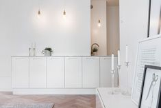 A chic 42 spm apartment in Sweden   My Paradissi Small Rooms, Small Apartments, Small Spaces, Stockholm, College Girl Apartment, White Chic, Interior Decorating, Interior Design, Apartment Design