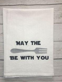 May the fork be with you kitchen towel! Star Wars Inspired and created for those who just love to eat! American flour sack towels are made with cotton, are machine washable and low lint. Please note that flour sack towels will shrink two to thre Dish Towels, Hand Towels, Tea Towels, Craft Gifts, Diy Gifts, Star Wars Kitchen, Vinyl Projects, Vinyl Crafts, Vinyl Art