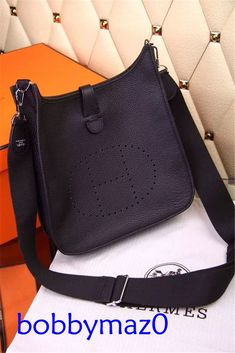 f94f827feb71 Made of high quality PU leather material that s light weight and  comfortable to carry. One interior open pocket for small accessories within  hand s reach.