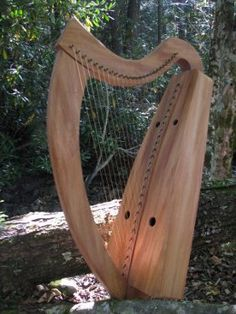 The Ancient Muse harp - Folc Harps sycamore