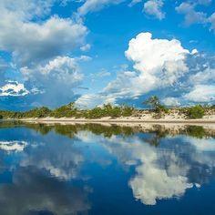 Happy Friday! We wish you a weekend filled with amazing adventures, exploring magical places like the Sipapo River, part of the Orinoco River basin in Venezuela. Awesome pic by @3.14159xel #beautifullatinamerica   ¡Feliz viernes! Te deseamos un fin de semana lleno de increíbles aventuras, explorando lugares mágicos como el Río Sipapo, parte de la Cuenca del Río Orinoco en Venezuela #latinoamericahermosa