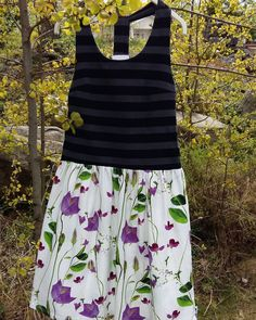Itsellekin kesämekko.  Sopivasti tänään on lämmin ilma. #seliashop #sewing #ommeltu #jersey #mekko #dress #keto #field #myselia #stripes by seliashop