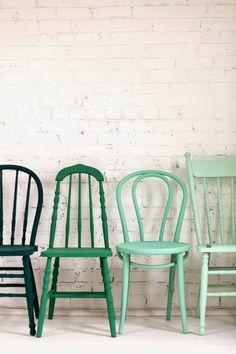 Get different wooden chairs from thrift stores and paint them all the same color! // i spy: green day / sfgirlbybayGet different wooden chairs from thrift stores and paint them all the same color! // i spy: green day / sfgirlbybay Decor, Furniture, Chair, Home Diy, Diy Furniture, Painted Chairs, Painted Furniture, Wooden Chair, Home Decor