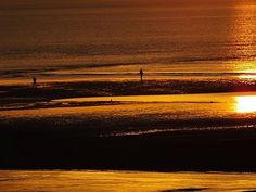 SUNS REFLECTIONS ON THE BEACH  JPG: People: Geoff Plant