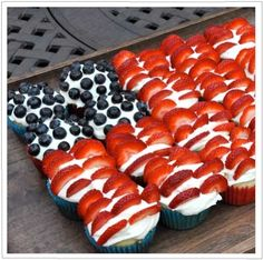Pull apart cupcake cakes are as crowd friendly as they come ~ one that also doubles as the 4th of July must have strawberry/blueberry/whipped cream flag cake is even better! 8 Easy July 4th Desserts and Crafts - GO MOM!