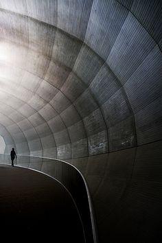 vvv airport tunnel