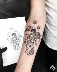Astronaut Drawing, Astronaut Tattoo, Alien Tattoo, Small Tattoos For Guys, Different Tattoos, Tattoo Drawings, I Tattoo, Globe Tattoos, Cool Forearm Tattoos