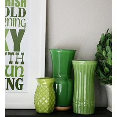 St. Patrick's Day Mantel {St Patricks Day Decorations} - liven up your house with a touch of green!