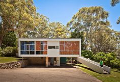 The Rose House by architect Harry Seidler is an exquisite example of Mid-century Modern Australian architecture Australian Architecture, Modern Architecture House, Australian Homes, Modern House Design, Architecture Design, Mcm House, Facade House, House Facades, Grandma's House