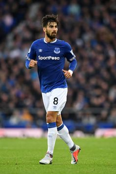 André Gomes Photos - André Gomes of Everton in action during the Premier League match between Everton FC and Crystal Palace at Goodison Park on October 2018 in Liverpool, United Kingdom. Barcelona Players, Fc Barcelona, Soccer Images, Michael Owen, Goodison Park, Celtic Fc, Everton Fc, Premier League Matches