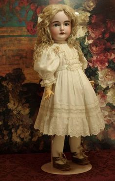 Gorgeous Antique Kestner Doll from the Century Mark: K Made in Germany 14 164 This is a gorgeous 24 antique doll with exquisite painting, classic modeling and child like expression with the distinction found only in the prestigious Kestner Old Dolls, Antique Dolls, Vintage Dolls, Victorian Toys, China Dolls, Doll Costume, Sewing Dolls, Bisque Doll, Beautiful Dolls