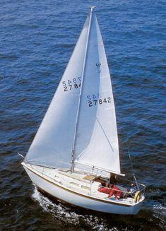 Ericson 27 photo on sailboatdata.com