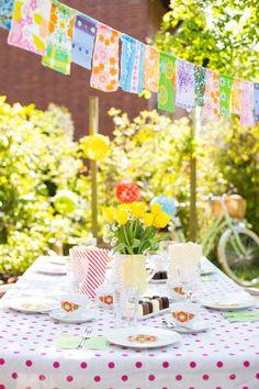Party im Freien #garden #party #garten #fest #deko #interior #einrichtung #einrichtungsideen #dekoideen #dekoration #bunt #punkte #dots #colorful #living Foto: Christin