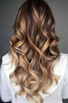 29 Gourgeous Balayage Hairstyles Are you familiar with Balayage hair? Balayage is a French word which means to sweep or paint. It is a sun kissed natural looking hair color that gives your hair … Read Hair Color Highlights, Ombre Hair Color, Hair Color Balayage, Blonde Balayage, Brown Hair Colors, Balayage Highlights, Caramel Balayage, Brunette Color, Caramel Hair