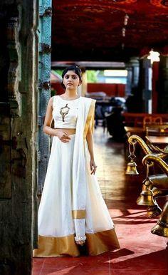Dress style of kerala India Fashion, Ethnic Fashion, Asian Fashion, Kerala Saree Blouse Designs, Lehenga Designs, Indian Attire, Indian Wear, Indian Dresses, Indian Outfits