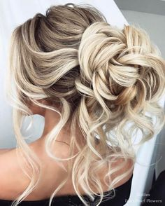 Elstile Wedding Hairstyles for Long Hair / http://www.deerpearlflowers.com/wedding-hairstyles-for-long-hair/2/ #weddinghairstyles