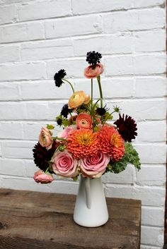 Gorgeous - Peach with burgundy bouquet. Burgundy Bouquet, Beautiful Flowers, Floral Wreath, Peach, Wreaths, Wedding, Inspiration, Decor, Casamento