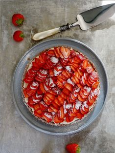 Enkel jordbærpai - frisk og lekker!  #jordbær #jordbærpai #strawberries #strawberrypie #pai #pie #summer #sommer #easybaking #easyrecipes Ratatouille, Baking, Dessert, Ethnic Recipes, Food, Father, Meal, Patisserie, Backen