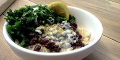 Tazón de arroz, frijol y col rizada con aderezo