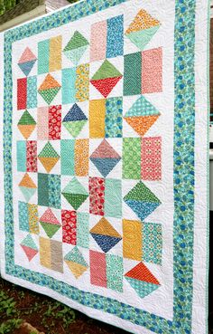 Free Baby Quilt Patterns, Layer Cake Quilt Patterns, Scrappy Quilt Patterns, Layer Cake Quilts, Quilting Ideas, Fat Quarter Quilt Patterns, Layer Cakes, Lap Quilts, Small Quilts