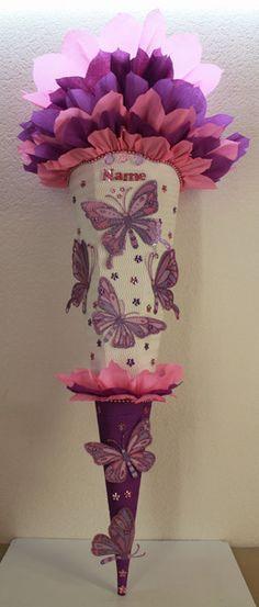 """Schultüte """"Schmetterlinge"""" in lila, rosa und weiß + Wunschname !!!! Schultütenrohling ist ca.85 cm Gesammthöhe ist - ca.120 cm. Der oberer Teil ist aus Krepp in lila und rosa verarbeitet. Somit..."""