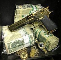 MΔΠUҒΔCTURΣR: Magnum ResearchMΩDΣL: DE50 Titanium Gold CΔLIβΣR: 50 Action ExpressCΔPΔCITΨ: 7 Rounds βΔRRΣL LΣΠGTH: 6 ШΣIGHT: 1998 g