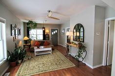 House in Missoula, United States. Charming, bright and comfortable pad to call 'home base'. Spacious, clean and open 2bd/1ba sleeps 5, conveniently located in Missoula's northside neighborhood close to downtown, local brewery, walking bridge to downtown, interstate and hospital. W...
